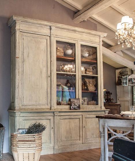 Realizzazione e recupero mobili in stile provenzale for Arredamento casa antica