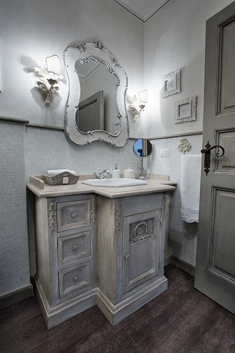 Realizzazione e recupero mobili in stile provenzale - Mobile bagno provenzale ...
