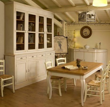 Realizzazione e recupero mobili in stile provenzale for Mobili sala pranzo