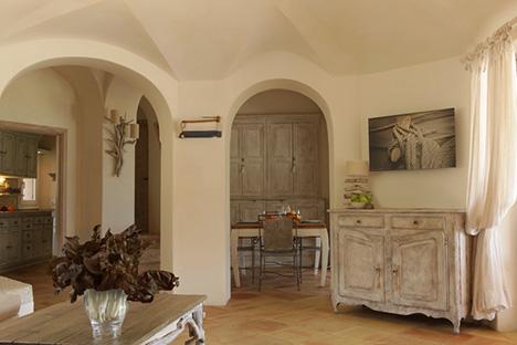 Ville sul mare arredamento in stile provenzale firenze for Arredamento taverna stile provenzale